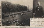 """Kaiserparade des Königshusaren-Regiments im Hofgarten am 17.6.1902. Rechts Oben """"Papa Rieck"""" mit frischverliehenem Orden, Bildnummer: bbv_00573"""