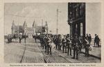 Wachtparade der britschen besatzungssoldaten auf der alten Rheinbrücke (1918/19), Bildnummer: bbv_00902