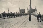 Bonner Husaren auf der alten Rheinbrücke 1907, Bildnummer: bbv_00575