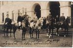 Die berittene kaiserliche Familie in Bonn. Bildmitte zu Pferd Prinzessin Viktoria, links daneben Prinz Adolf zu Schaumburg-Lippe (vor 1905), Bildnummer: bbv_01055