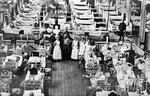 Französische und deutsche Verwundete in der ehemaligen Beethovenhalle, die als Lazerett diente (1914/15). In der Bildmitte Dr. Ferdinand August Schmidt, Bildnummer: bbv_00026