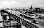Triebwagen auf der neuerrichteten Rheinbrücke (heute: Kennedybrücke), um 1949/50, Bildnummer: bbv_00012