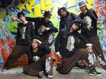 フリースタイルダンスチームORIGINAL COLORのみんな。EIJさん、源元さん、Dye君、7君、GOOFY君、イチロー君。