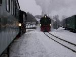 Spätnachmittägliche Zugkreuzung in Hammerunterwiesenthal.