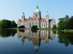 """Das """"Neue Rathaus"""" mit Maschteich"""