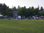 1日目の夕方。芝生の上の、心地よい時間。