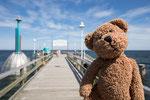 Hier auf der Seebrücke von Zinnowitz auf Usedom hat der Wind so doll geblasen, dass ich den Kopf gar nicht mehr gerade halten konnte.