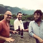 Tartine de clous - Trio a capella : http://www.supercagouille.org/artistes/tartine-de-clous/