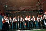 KSG-Fastnacht 1997 --------> Nach der Fastnacht 1999 konnte die Gruppe einen neuen Musiker für sich gewinnen: Michael Heil am Keyboard. ------> Auch Hans Göckel ist seit 1999 am Mikrofon. Ab 2000 verstärkt Rainer Hüttel die Gesangsgruppe