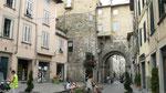 Une porte d'entrée de la ville fortifiée