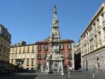 Naples : sur la place San Jesu Nuovo