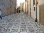 Erice : Rue pavée de la ville médiévale