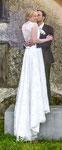 Brautkleid aus Seide und Spitze mit Spange