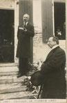 Le Pasteur sur le pas de la  porte de la maison des Aïeules (St Pierre d'Oléron)