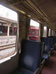 小諸駅からJR小海線に乗りました。窓からみえる赤い電車は、軽井沢を発するしなの電鉄です。