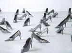 """""""Installationsphoto mit Schuhen 2001"""" Material: Blei"""