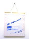 """""""Beutelkunst Eleganz und Charme"""", 2005 Leinenbeutel über Keilrahmen 40,5 x 35 cm"""