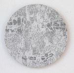 """""""Angesicht 8"""", 2009 Jaquardgewebe mit Stickerei (Viskose) auf Kappaplatte aufgezogen Durchm. 21,7 cm, 1 cm tief, Unikat"""