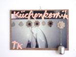 """Küchenkomik"", 2006 Foto, Acryl, Teesieb, Hartfaserplatte 22 x 31,5 cm"