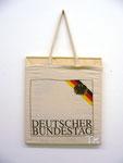 """""""Beutelkunst Deutscher Bundestag"""", 2005 Leinenbeutel über Keilrahmen 40,5 x 35,5 cm"""