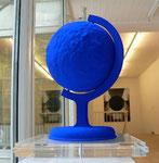 """""""La Terre bleue"""", H.C, XXXXV/L, Ed. Galerie Bonnier, Genf 1990 nach Originalentwurf v. Yves Klein 35.5 x 29,5 x 28 cm"""
