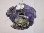 """""""Umgekehrte Welt"""", 2003/2004 8 Teile (Antarktis, Afrika, Nord- & Südamerika, Australien, Asien, Europa und die Weltmeere), Holz, Landkarten, Bindedraht, Leim, FarbeDurchm. ca. 50 - 65 cm"""