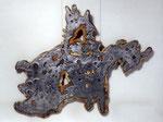"""""""Adler"""", (Hühnchen) 1991/92 Leim, Holz, Aluminiumguß, Farbe 3 Segmente (zwei Hüllen und ein Inhalt aus Alu (134,5 x 180 x 6 cm), Unikat"""
