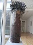 """""""Baumstamm mit Nagelung II"""", 1996, Holz, Nägel, Acrylfarben Höhe ca. 62 cm, Durchm. ca. 36 cm (Sold)"""