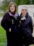 Deux filles de Compagnons :  Florence, fille de Jacques Roumeguère inhumé à Saint-Loup-deGonois, et Marie-Paule Vix, fille du Docteur Xavier Gillot inhumé à Epieds-en-Beauce