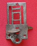 Demi platine découpée et repercée à décor géométrique.
