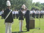 Ehrung unseres Oberst Josef Lütke Sunderhaus für 33 jährige Offizierstätigkeit durch Präsident Johannes Ening