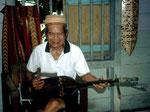 Die Sape ist das traditionelle Musikinstrument der Dayaks.