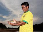 Eduardo 2010. Er freut sich jedes Mal auf unseren Besuch, wenn er uns seine Fischwelt zeigen darf. Wir verdanken ihm viele schöne Erlebnisse am Rio Tefé.
