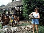 Waldschildkröte: Ein Haustier und Spielzeug für die Kinder, wird später allerdings gegessen.