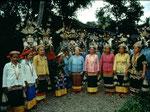 Ein Zeitdokument der letzten Langohren im Jahr 2000, heute lebt nur mehr Boa Daun von diesen Dayak-Frauen mit Langohren in Tering.