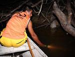 Rio Tefé-Reise 2010: Eduardo lebte bis vor fünf Jahren vom Diskusfischfang für den Export, aber seit fünf Jahren ist der Rio Tefé ein geschützter Nationalpark, d.h. der Diskus darf für den Verkauf nicht mehr gefangen werden.
