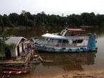 Rio Tefé-Reise 2010: Das Boot ist unsere Oase, wenn es um die Mittagszeit mit 34 Grad Celsius zu heiß ist; in der Nacht kühlt es bis auf 28 Grad Celsius ab.