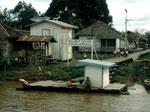 Am Unterlauf sind die Dörfer mit Elektrizität und Satellitenschüsseln versorgt.