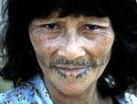 Tätowierungen haben nur mehr die älteren Mayoruna, alle jungen unter 20 Jahren lassen sich nicht mehr tätowieren.
