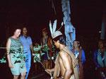 In Tanjung Isuy dürfen wir am Abend bei einem traditionellen Dayak Fest als Gäste teilnehmen, alles fotografieren und filmen. Im Anhang ist das Video zu sehen.