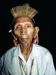 Kenyah Dayak Borneo: Die Wälder wurden abgeholzt, darauf wurden Plantagen für Ölpalmen errichtet. Das gleiche Gebiet war früher der Lebensraum der Orang-Utans.