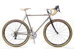 SさんはティグのOZ-C210をベースとしたチタンスポルティフをご注文! 当店には大変珍しい、泥除けナシの自転車です。撮影後、ステムはティグ製のオーダー品に変更となっています。