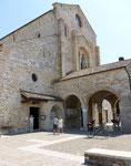 vor der Basilika