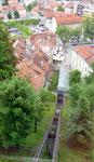 mit dem Schräg - Aufzug hoch zur Burg