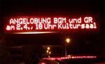 Leuchtschrift vor dem Gemeindeamt