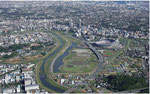 平穏な鶴見川と高速道路・横浜スタジアムに潜む遊水地の存在。