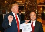 トランプ大統領就任前に訪問、5万人の雇用を約束