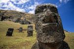 Moais am Vulkan Rano Raraku, Osterinsel, Chile
