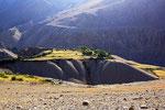Terrassenfelder oberhalb des Pamir-Flusses, Afghanistan