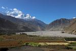Tal des Kali Gandaki bei Kagbeni mit Nilgiri Nord (7.061 m) im Hintergrund, Mustang